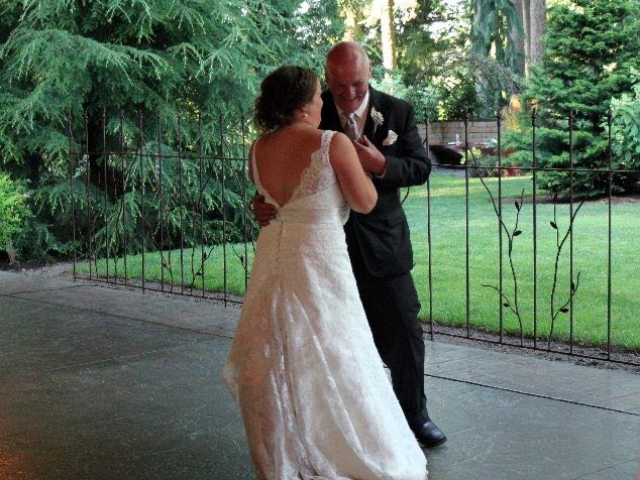outdoor-dancing-receptions-evergreen-gardens-ferndale-bellingha