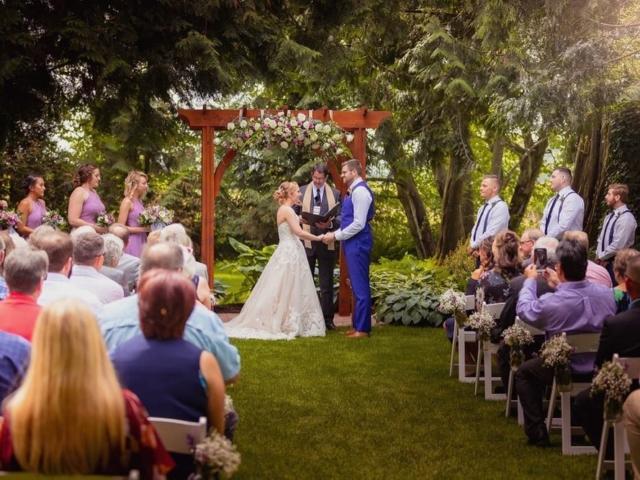 amber-evergreen-gardens-wedding-venue