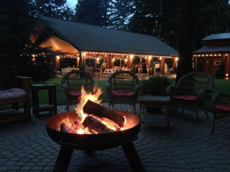 campfire-venue-grounds-evergreen-gardens-weddings-ferndale-bellingham