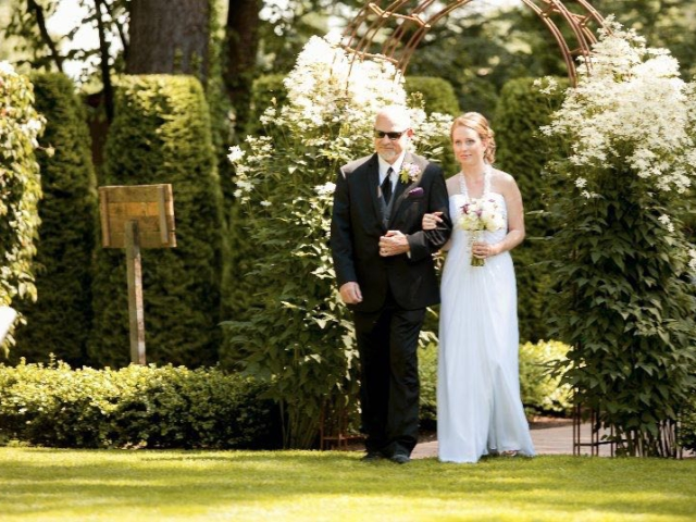 outdoor-weddings-evergreen-gardens-ferndale-bellingham