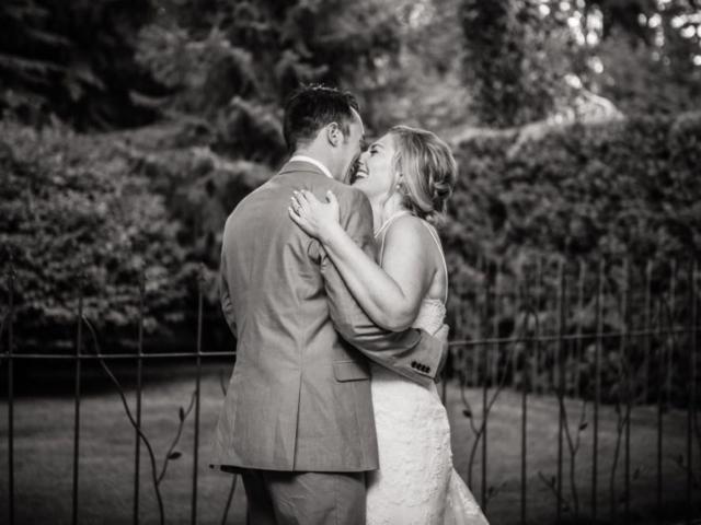 emma-josh-bellingham-wedding-venue-evergreen-gardens-dance