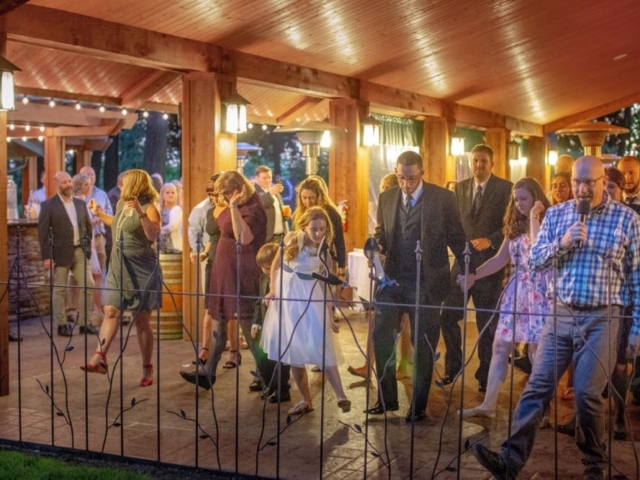 haley-josh-evergreen-gardens-wedding-venue-bellingham-dance