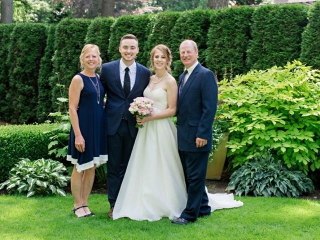 katie-tyler-wedding-venue-bellingham-evergreen-gardens-family-picture