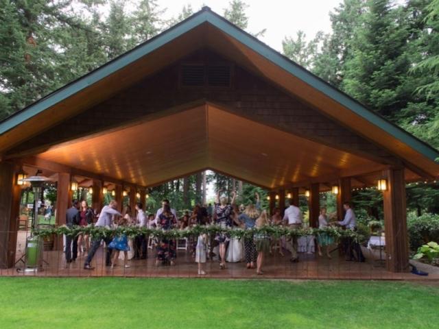 katie-tyler-wedding-venue-bellingham-evergreen-gardens-pavilion