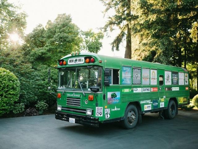 kayla-landon-wedding-venue-evergreen-gardens-bellingham-shuttle-bus