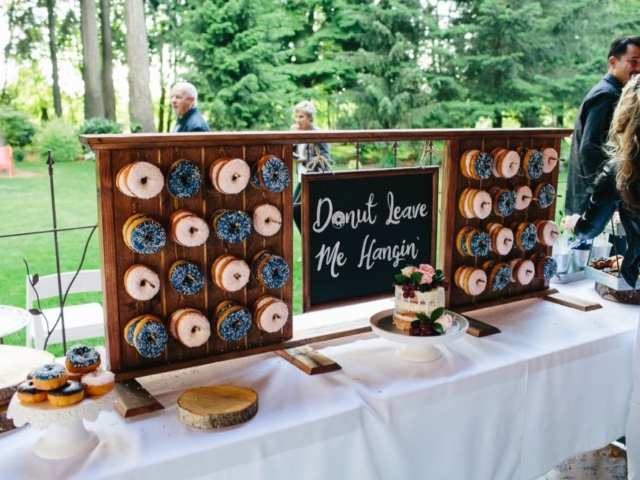 evergreen-gardens-weddings-bellingham-venue-doughnuts-reception