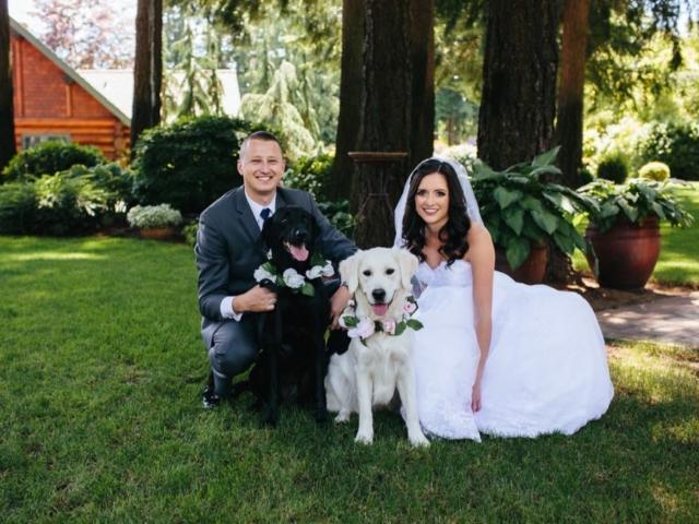 melissa-tyler-evergreen-gardens-weddings-bellingham-venue-dogs